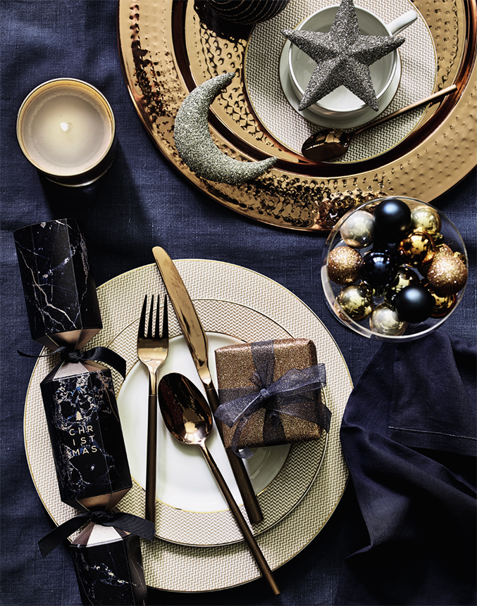 christmas table decor with jewels